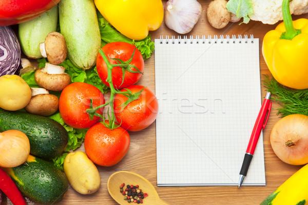 Foto stock: Orgánico · hortalizas · cuaderno · menú · recetas