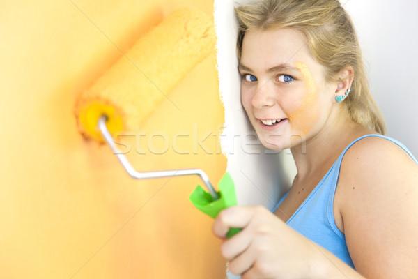 Foto stock: Feliz · mulher · jovem · pintura · parede · colorido · vida