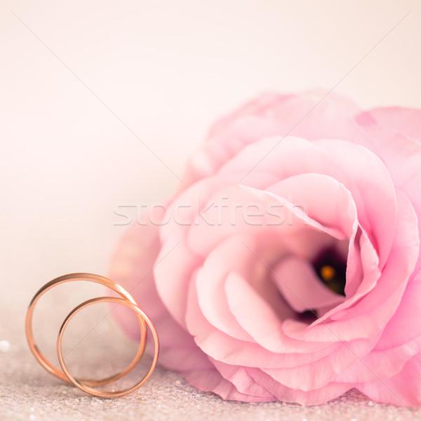 Trouwringen roze bloem roze bloemen liefde achtergrond Stockfoto © Taiga