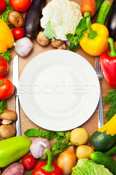 Organisch groenten rond witte plaat mes Stockfoto © Taiga