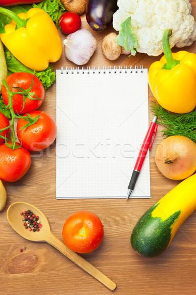 ストックフォト: オーガニック · 野菜 · 木製のテーブル · ノートブック · 木製 · メニュー