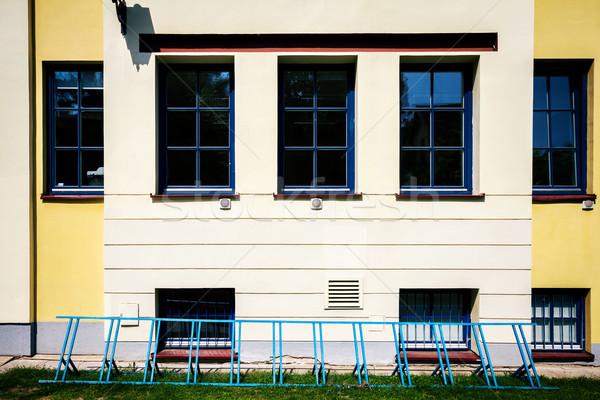 Modern duvar pencereler sarı sokak bisiklet Stok fotoğraf © Taigi