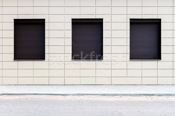 Stock fotó: Modern · csempe · fal · ablakok · csempézett · utca