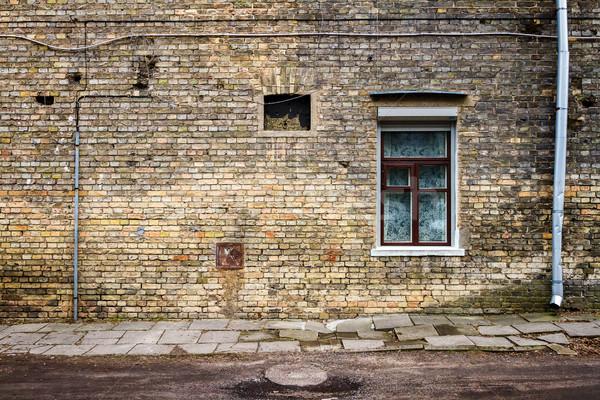 Kopott utca fal viharvert ablakok építészet Stock fotó © Taigi