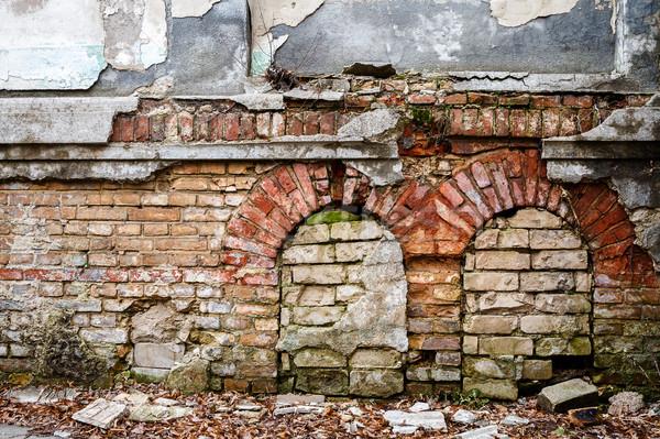 öreg elhagyatott fal felfelé ablakok építészet Stock fotó © Taigi