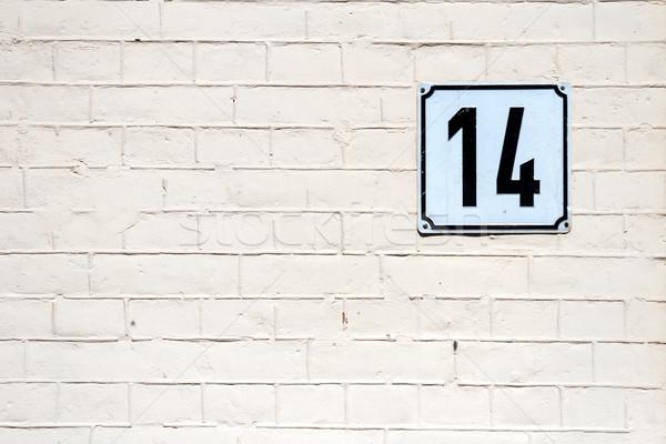 Numara 14 duvar tuğla duvar ev Stok fotoğraf © Taigi