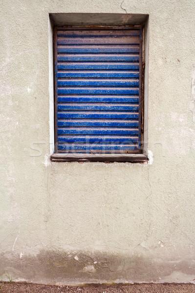 Okno biały gipsu ściany chroniony starych Zdjęcia stock © Taigi
