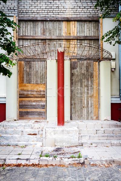 Felfelé bejárat ipari épület elhagyatott Vilnius Stock fotó © Taigi