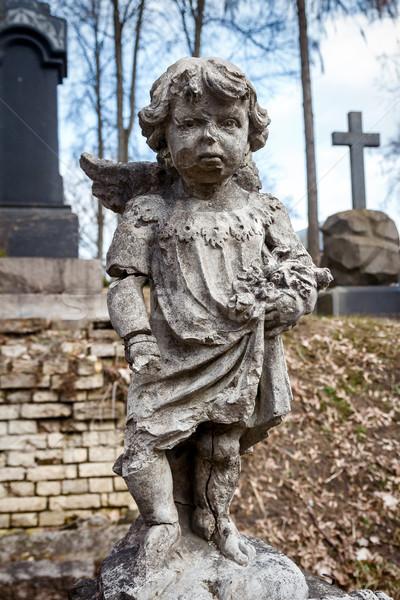 Szobor kicsi angyal fiú temető Vilnius Stock fotó © Taigi