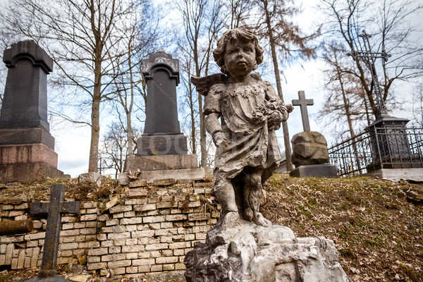 Posąg mały anioł chłopca cmentarz Wilno Zdjęcia stock © Taigi
