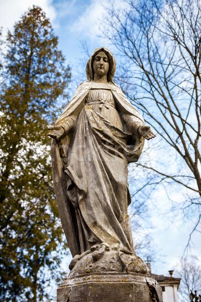 Statua vergine cimitero primavera cuore cross Foto d'archivio © Taigi