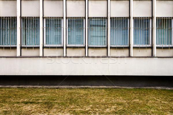 Rząd Windows biały fasada ściany ziemi Zdjęcia stock © Taigi