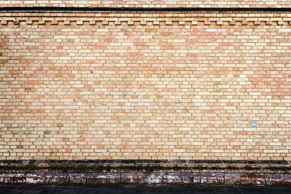 Amarillo pared de ladrillo piedra sótano edificio calle Foto stock © Taigi