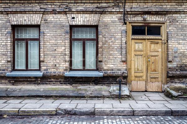 Ulicy ściany wyblakły dwa Windows Zdjęcia stock © Taigi