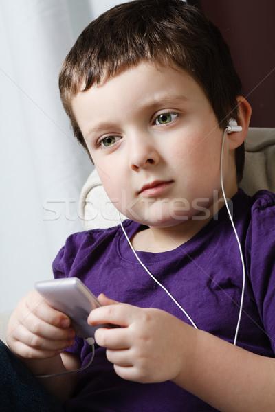 Menino ouvir música bonitinho pequeno mp3 player música Foto stock © Talanis