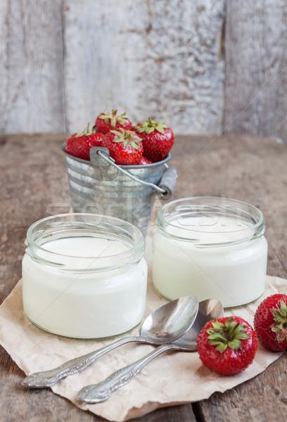 Yoğurt cam kova taze çilek ahşap Stok fotoğraf © TanaCh