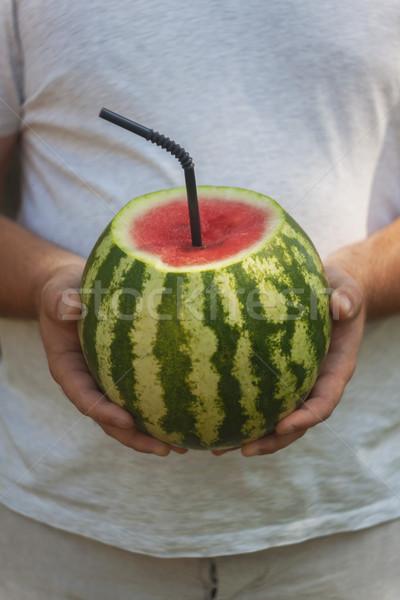 Jonge man geheel watermeloen stro drinken cocktail Stockfoto © TanaCh
