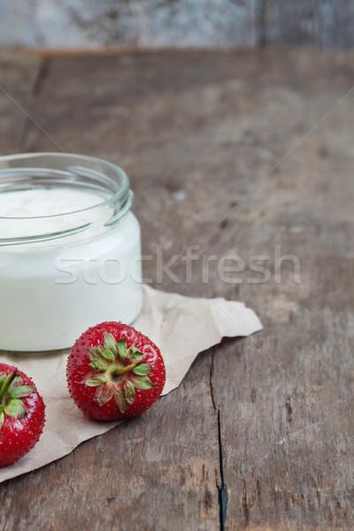 ヨーグルト ガラス バケット 新鮮な イチゴ 木製 ストックフォト © TanaCh