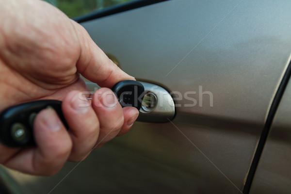 Main voiture clé de la porte affaires homme sécurité Photo stock © TanaCh