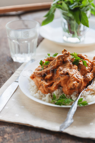 Schotel rijst rundvlees witte plaat voedsel Stockfoto © TanaCh