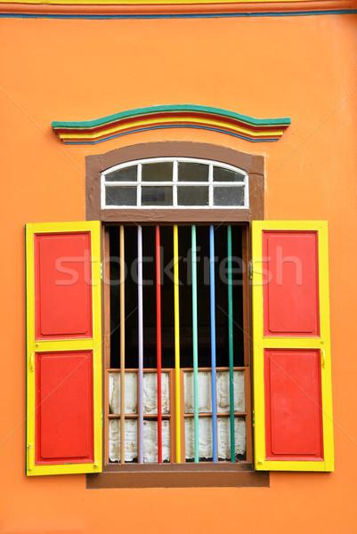 Renkli pencereler ayrıntılar sömürge ev küçük Stok fotoğraf © tang90246