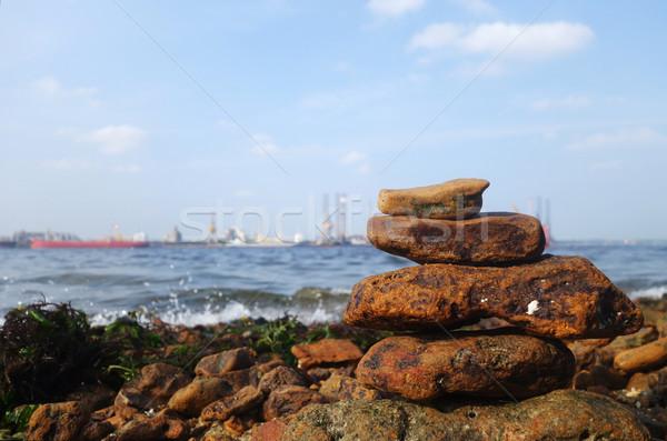 Kayalar sahil deniz plaj su gemi Stok fotoğraf © tang90246