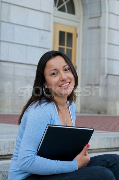 Sesión estudiante libro de texto campus hispanos femenino Foto stock © tangducminh