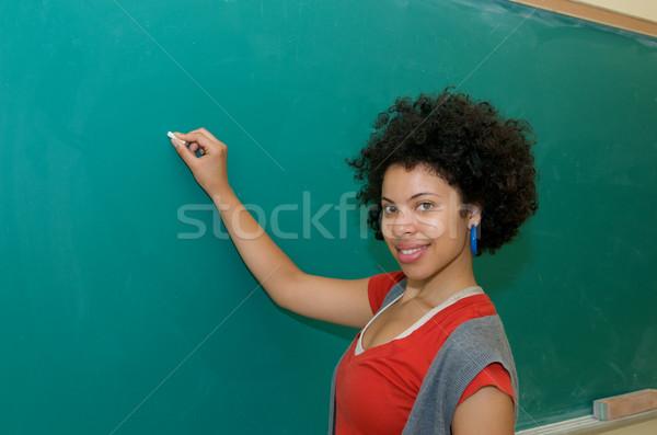 アフリカ系アメリカ人 書く 黒板 学生 教室 緑 ストックフォト © tangducminh