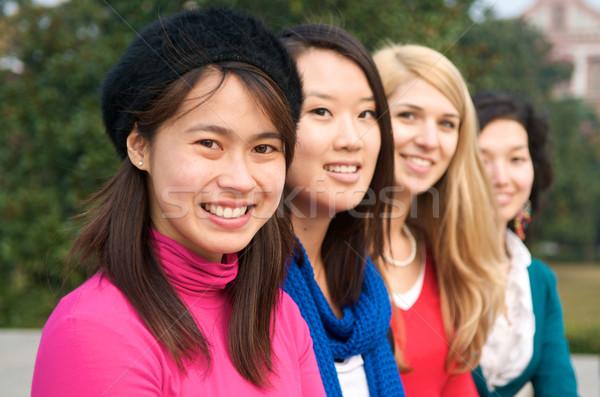 Feliz internacional estudantes feminino faculdade ao ar livre Foto stock © tangducminh