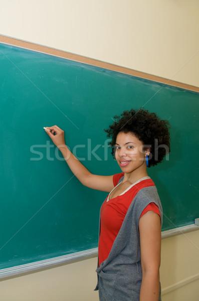 студент Дать доске афроамериканец классе зеленый Сток-фото © tangducminh