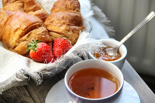 Friss francia croissant asztal eprek háttér Stock fotó © tannjuska