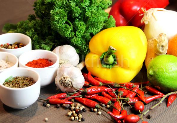 Piękna świeże żywy warzyw tabeli Zdjęcia stock © tannjuska