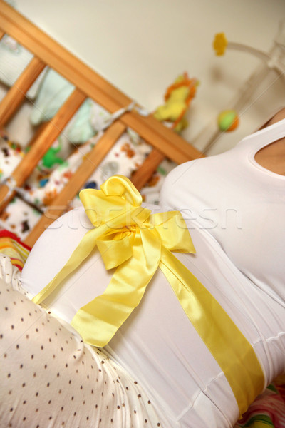 Piękna kobieta w ciąży odznaczony żółty wstążka Zdjęcia stock © tannjuska