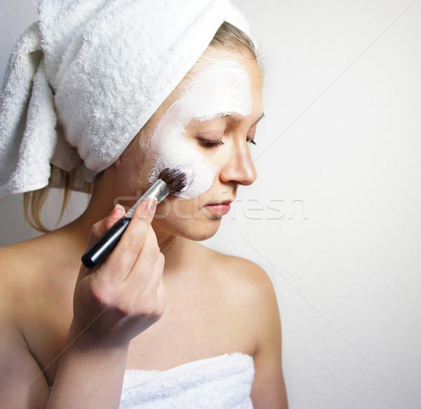 Jeunes belle femme argile masque visage Photo stock © tannjuska