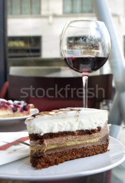 Rode wijn tiramisu parijzenaar cafe stuk cake Stockfoto © tannjuska