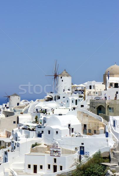Santorini kicsi fehér házak utcák tenger Stock fotó © tannjuska