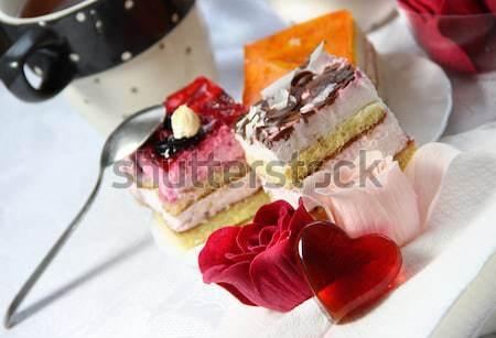 San Valentín día de san valentín decoración rosas torta vidrio Foto stock © tannjuska