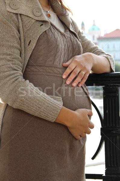 Gyönyörű terhes nő pocak részlet nő kéz Stock fotó © tannjuska