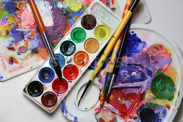 Művészet paletta keverék festőecsetek élénk színek Stock fotó © tannjuska