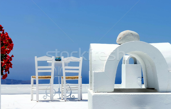 Santorini gezellig terras twee stoelen bloemen Stockfoto © tannjuska