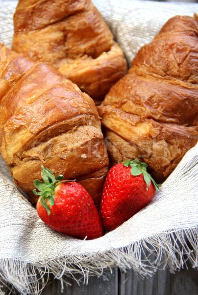 新鮮な フランス語 クロワッサン 表 イチゴ 背景 ストックフォト © tannjuska