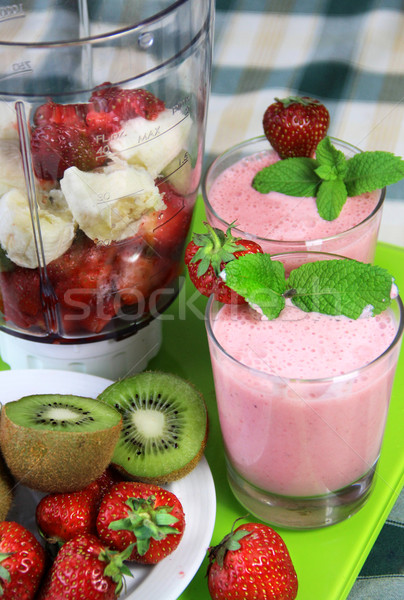 Fraîches smoothie fruits table alimentaire Photo stock © tannjuska