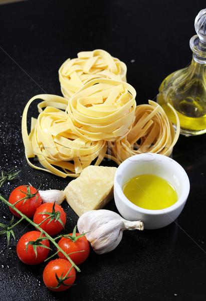 Tradycyjny włoskie jedzenie tagliatelle składniki makaronu jak Zdjęcia stock © tannjuska