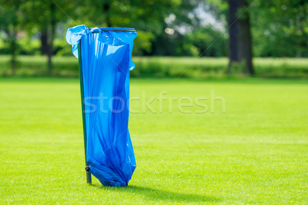 Ordures sac rack papier herbe vert Photo stock © tarczas