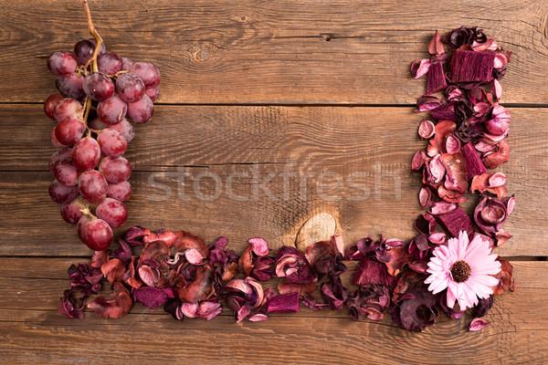 Stock fotó: Aszalt · virágok · szőlő · gyümölcs · fából · készült · öreg