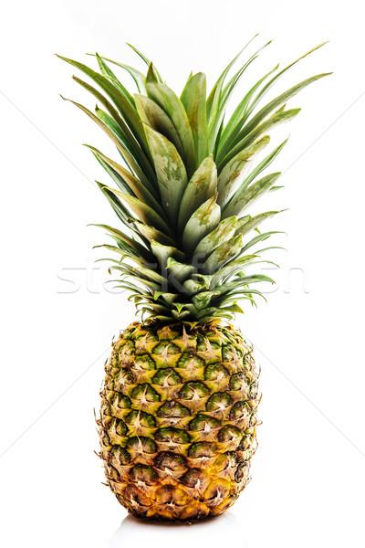 Een vers ananas vruchten geïsoleerd witte Stockfoto © tarczas