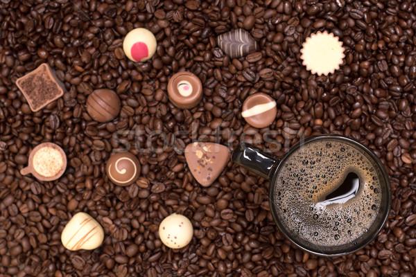 Koffiebonen zwarte beker voedsel achtergrond tabel Stockfoto © tarczas