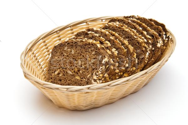 Teljeskiőrlésű kenyér fonott kosár szeletel izolált Stock fotó © tarczas