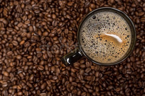 Koffiebonen zwarte beker warme drank achtergrond winkel Stockfoto © tarczas