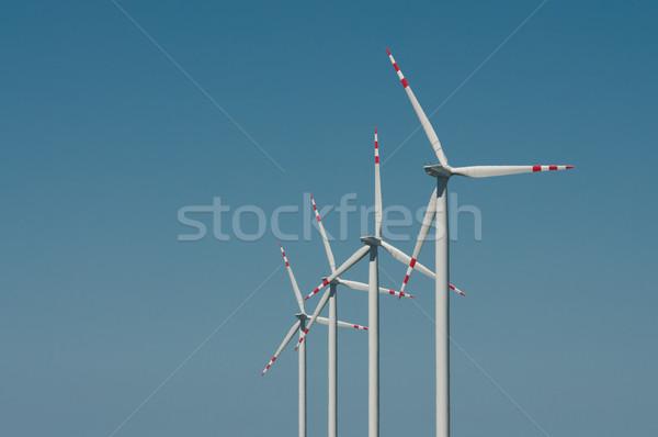 Windturbine boerderij blauwe hemel Blauw industriële energie Stockfoto © tarczas